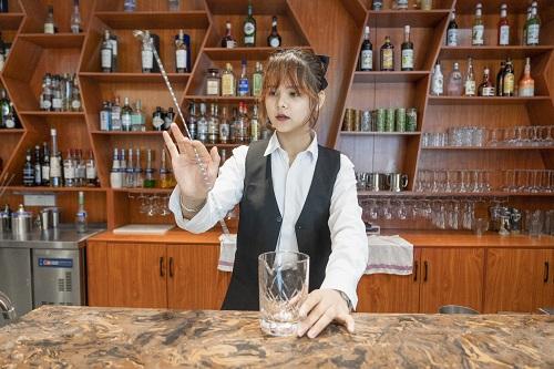 在欧米奇学调酒是怎样的体验?听